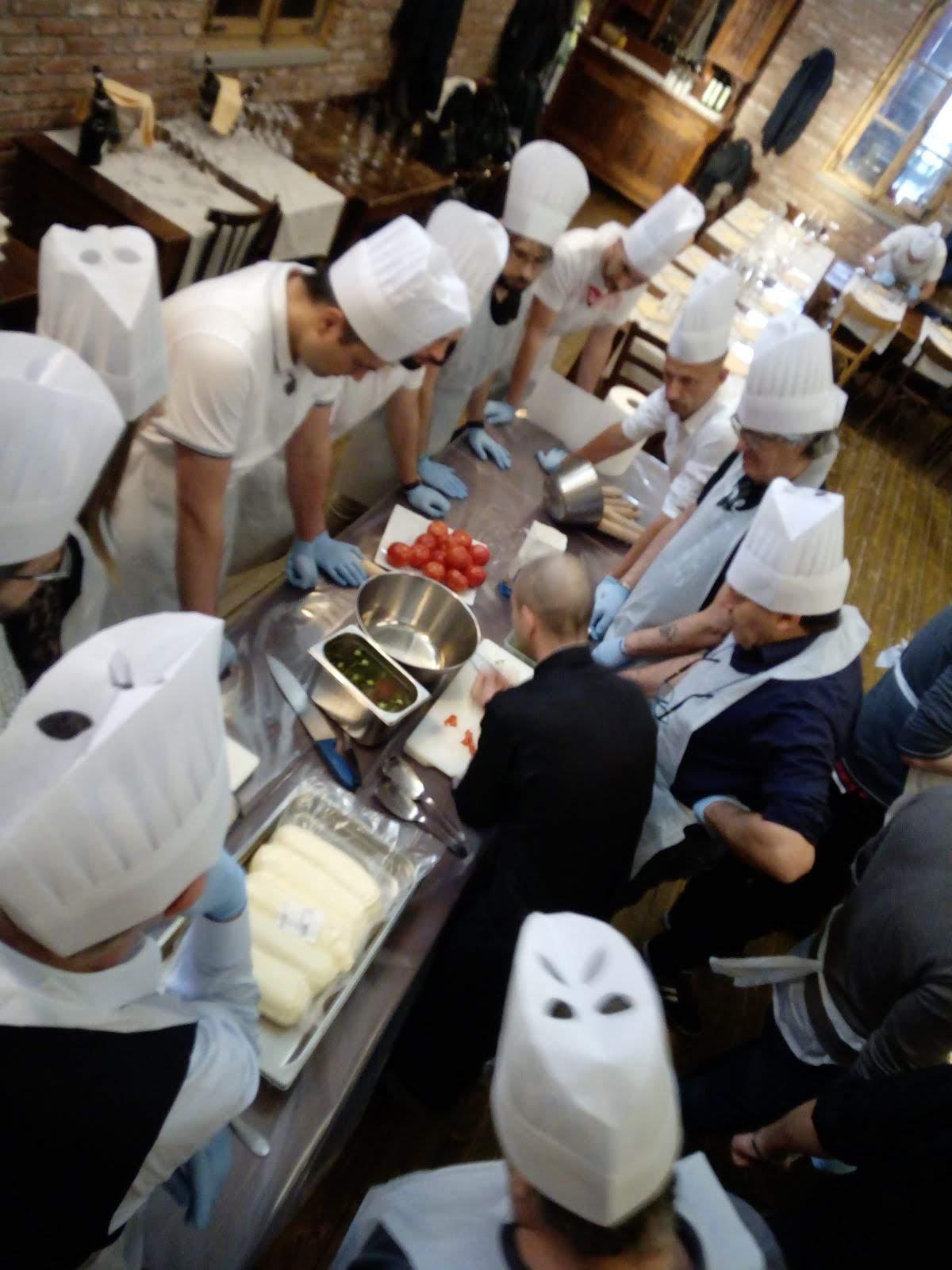 Team building per GMDE cook eat learn Acqua e farina